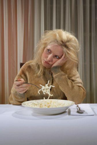 6- 'Gerçekten aç mıyım?' diye kendinize sorun. Acıktıkça yemek yiyip yediklerinizin tadına varın.